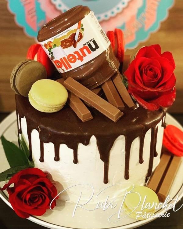 BOLO DRIP CAKE