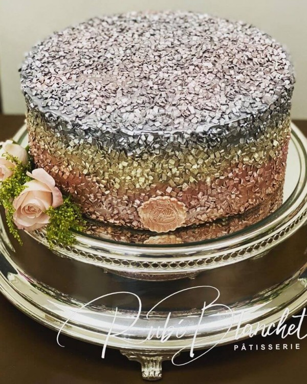 BOLO GLOW CAKE